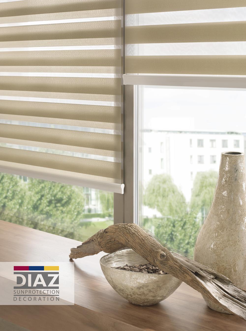 met duo roll en luxaflex facette bepaalt u zelf de inkijk. Black Bedroom Furniture Sets. Home Design Ideas